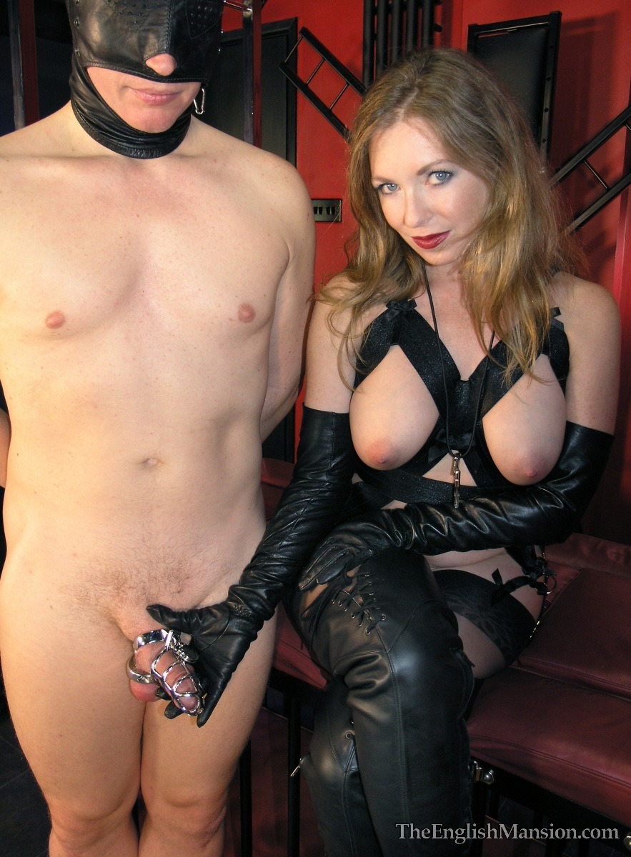 horny girl fingers herself till she squirts on webcam