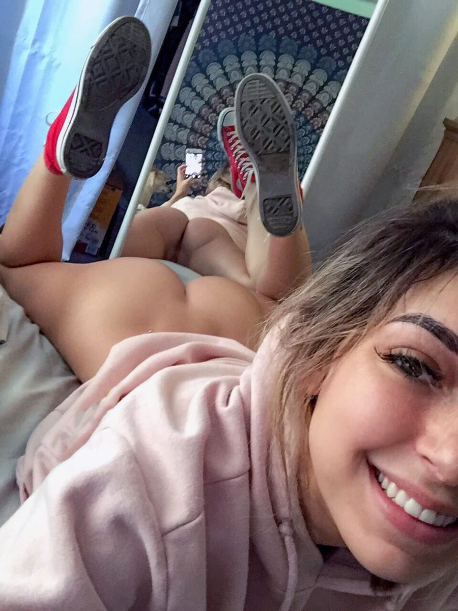 sexy pawg plays with plump juicy pussy