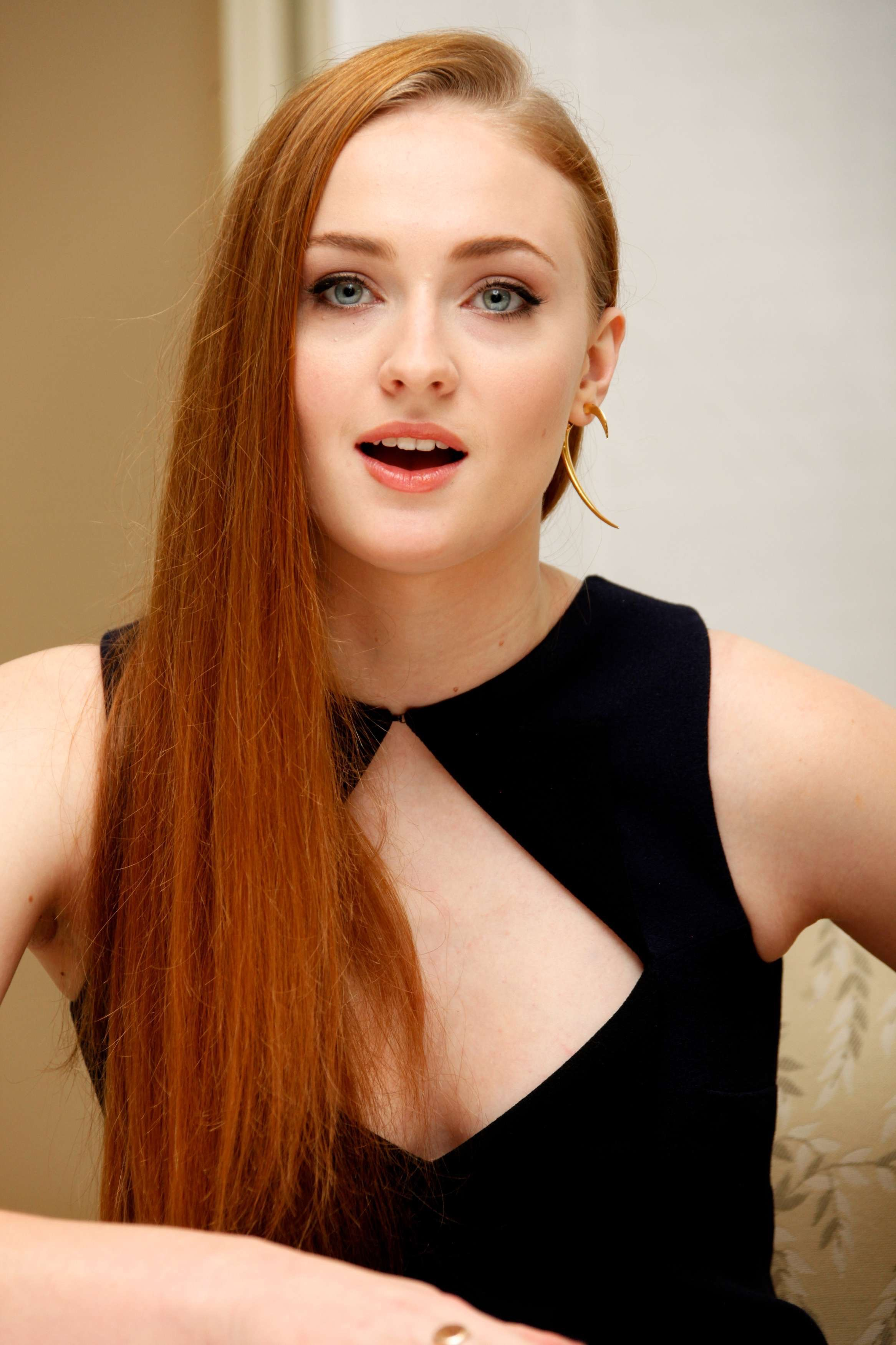 is the miley cyrus sex tape real Not my usual post, no #thong or #ass, but this is #SophieTurner looking LIKE she sees #hugedick or some #bigcock :) #havefun